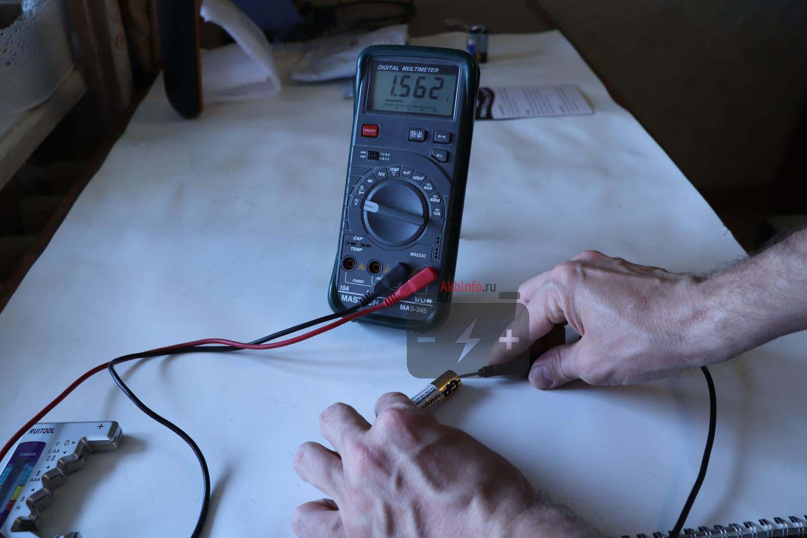 Батарейка АА GP измерения мультиметром