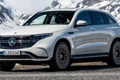 Mercedes EQC белого цвета