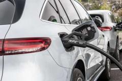Mercedes EQC  на зарядке
