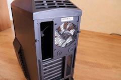 Вырез для панели ввода/вывода и вентилятор