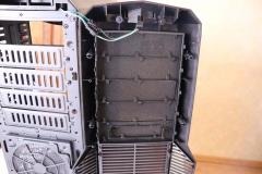 Коннекторы можно отстегнуть для снятия передней стенки