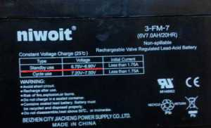 На фото выделено напряжение, которое нужно подавать на гелевый аккумулятор для поддержки его в рабочем состоянии