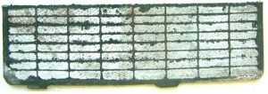 Так выглядят пластины аккумулятора, покрытые сульфатом свинца.