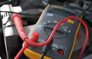 В чём причина тока утечки аккумулятора?