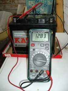 Измерение напряжения аккумулятора мультиметром