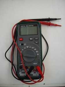 Для измерения напряжения можно использовать мультиметр