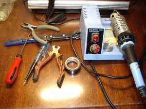 Инструменты для замены аккумулятора
