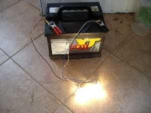 Разрядка аккумулятора автомобиля лампочкой