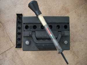 Аккумулятор и ареометр