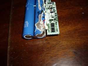 Соединение элементов в аккумуляторе ноутбука