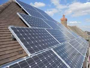 Обычно солнечные батареи устанавливаются на крышу дома