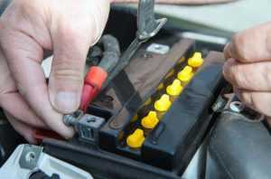 Монтаж аккумулятора на мотоцикле