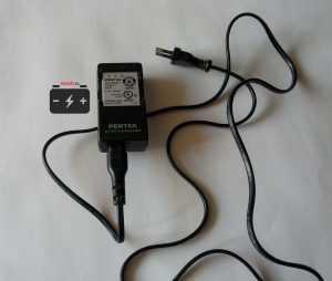 Зарядное устройство для аккумулятора фотоаппарата Pentax