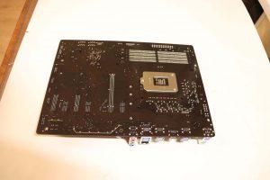 Обратная сторона платы Gigabyte Z390 UD