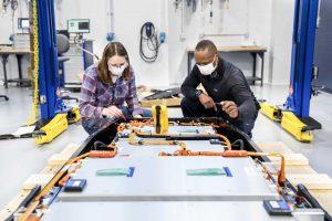 Лаборатория тестирования аккумуляторов Ford в Аллен-парке, штат Мичиган