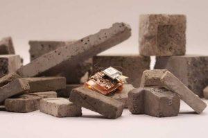 Робот-насекомое на аккумуляторе