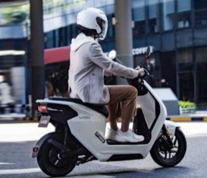 Компания Honda представила доступный электроскутер U-GO