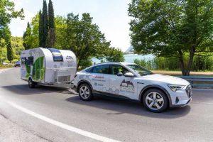 Dethleffs провели тест-драйв электрического прицепа E.Home Caravan