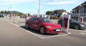 Бьорн Ниланд проверил износ аккумулятора Tesla Model S 2013 года